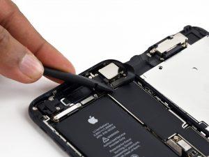 iPhone 7 kijelző csere, előlapi szenzor csatlakozó leválasztása