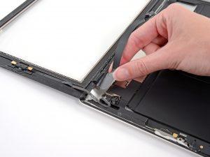 iPad 4 érintőüveg csere, kivesszük az érintőüveget az iPadből