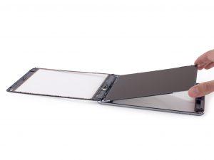 iPad mini 2 érintőüveg csere, LCD kijelző kivétele a tabletből