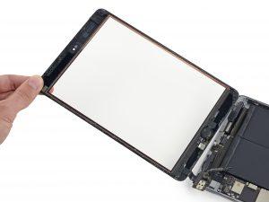 iPad mini 3 akkumulátor csere, az iPad mini 3 két részre válik