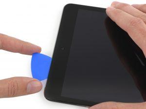iPad mini 2 érintőüveg csere, érintőüveg felnyitási folyamat kezdete