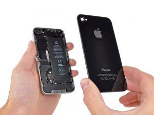 iPhone 4 akkumulátor csere, a telefon két részre válik