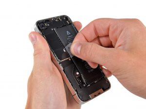 iPhone 4S akkumulátor csere, az akkumulátor kivétele