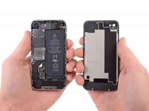 iphone 4S kijelző csere, a hátlap kivétele a telefonból