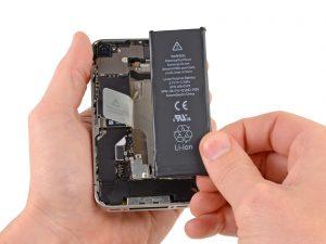 iPhone 4S kijelző csere, az akkumulátor kivétele a telefonból