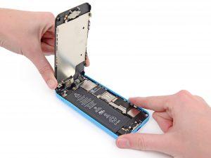 iPhone 5C kijelző csere, akijelzőt felhajtjuk maximum 90 fokig