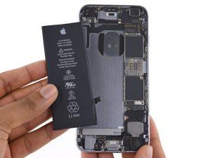iPhone 6S akkumulátor csere, az új akkumulátor behelyezése