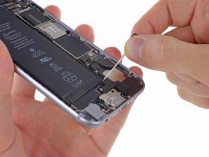 iPhone 6 akkumulátor csere, a régi akkumulátor kivétele