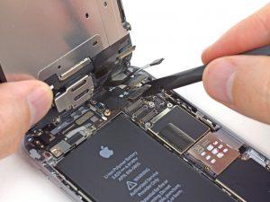 iPhone 6 kijelző csere a csatlakozok lecsatlakoztatása az alaplapról