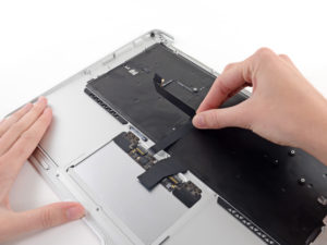 MacBook szerviz Buda: MacBook felső burkolati elem csere