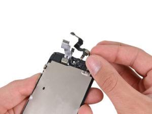 iPhone 5 kijelző csere, szenzor kábel kivétele