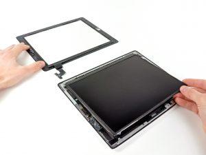 iPad 2 akkumulátor csere, az érintőpanel szalagkábel lecsatlakoztatása
