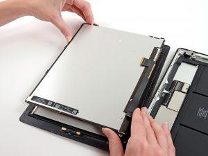 iPad 4 érintőüveg csere, a kijelző levétele az iPadről