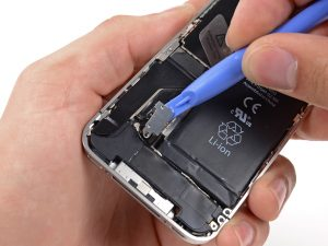iPhone 4 akkumulátor csere, a csatlakozó felpattintása