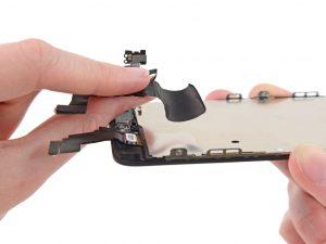 iPhone 5C kijelző csere, előlapi kamera/ptoximity szenzor kábel kivétele